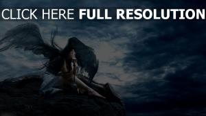 ange pensif brunette nuageux