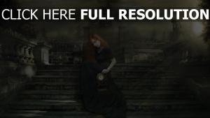 roux robe sombre mansion