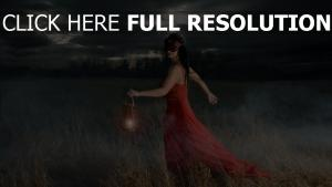 robe rouge masque lanterne champ