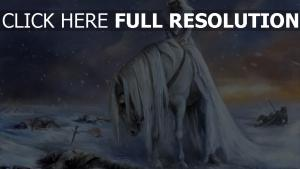 blond cavalière champ de bataille tempête de neige