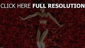 beauté américaine blond rose pétale romantique