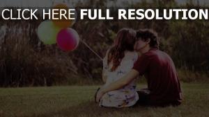baiser ballon couple arrière-plan flou