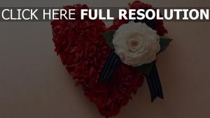 cœur pétale rose composition
