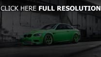 bmw m3 voiture de sport vert vue de côté
