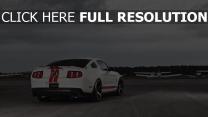 ford mustang avion voiture de sport nuageux