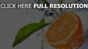 orange éclaboussure eau