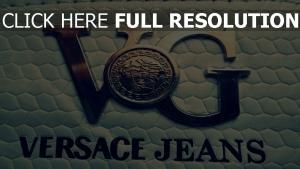 versace logo gros plan