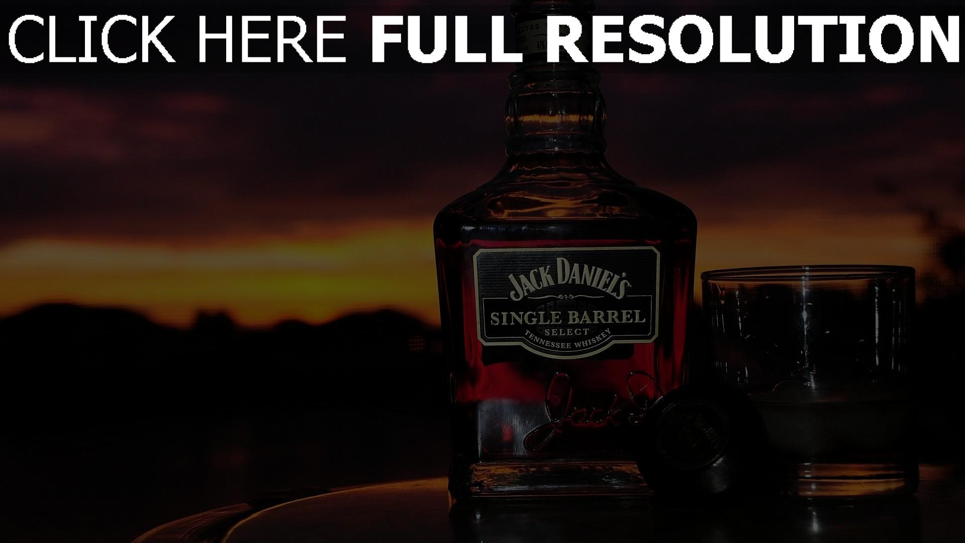 fond d 39 cran hd jack daniels soir e verre whisky images et photos. Black Bedroom Furniture Sets. Home Design Ideas