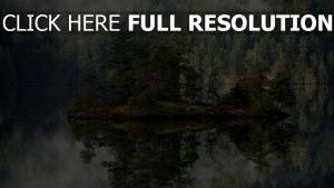 île lac calme liechtenstein