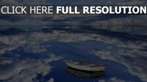 barque lac calme nuages réflexion espagne