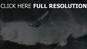 planche à voile vague mousse tempête