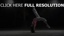 gymnastique athlète brunette lumière