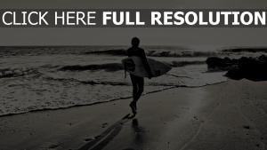 surf planche plage noir et blanc