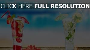 cocktail fraise lime arrière-plan flou