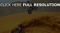 moto course desert poussière