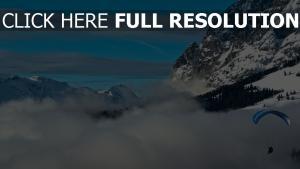 saut en parachute nuages alpes suisse