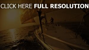 bateau voile mer soirée romantique