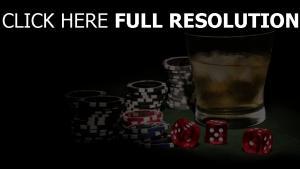 jetons poker verre whisky