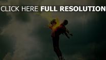 football balle feu nuageux
