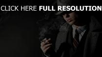 modèle masculin chapeau cigarette brutal