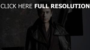 robert downey Jr veste cuir vue de face