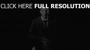 zinedine zidane costume élégant noir et blanc
