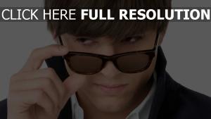ashton kutcher lunettes de soleil gros plan