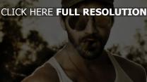 mercenaire lunettes de soleil cigare visage