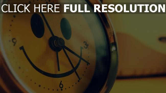 fond d'écran hd horloge murale sourire arrière-plan flou