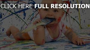 enfant peinture désordre
