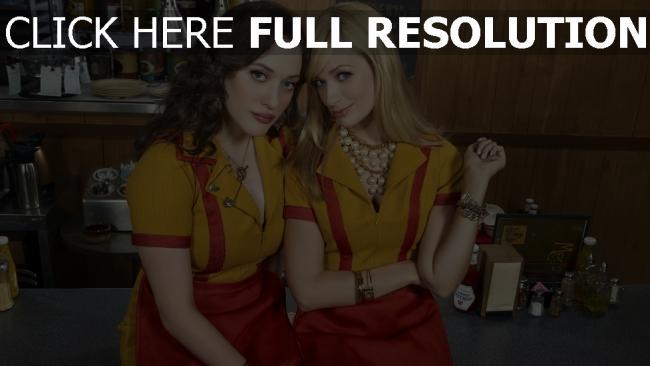 fond d'écran hd 2 filles fauchées personnages principaux uniforme