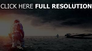 interstellaire mer astronaute vaisseau spatial