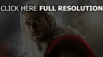 thor chris hemsworth visage cheveux longs