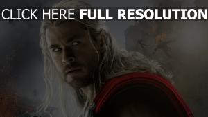 thor chris hemsworth visage cheveux longs