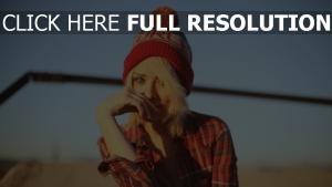 blond chapeau chemise chérie