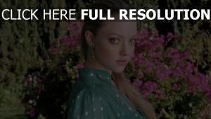 amanda seyfried naturel yeux verts cheveux longs