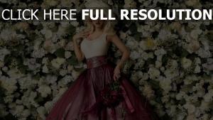 christina aguilera rose robe sensuel