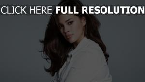 ashley graham visage naturel mannequin