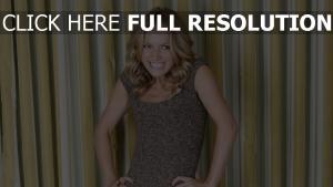 becki newton actrice émotion blond