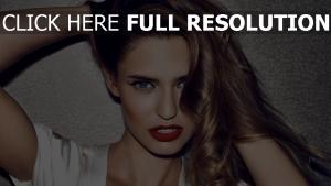 bianca balti rouge à lèvres yeux bleus