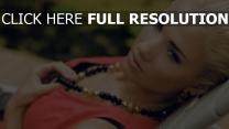 hayden panettiere visage blond collier