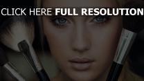 mascara visage pinceau maquillage