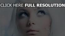 blond visage regard blanc