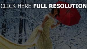 robe de soirée forêt enneigé parapluie