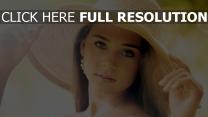 grand chapeau visage belle naturel