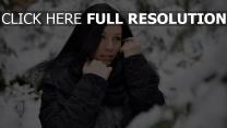 forêt couverts de neige brunette veste