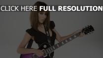 cheryl cole cheveux bruns chanteuse guitare