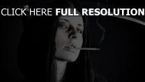 faux capuchon cigarette noir et blanc