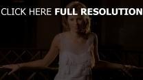 elizabeth banks blond chérie robe actrice