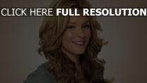 elizabeth banks blond sourire actrice